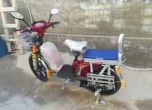 دراجة كهربائية بحالة جيدة تتكون من خمس بطاريات وأربع سرعات تمشي35\40 كيلو متر