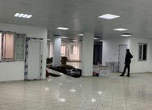 صالة400 م مسقوف بها حمام كبير  او رياضية أو مقهى ب