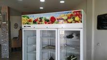 عدة محل حلويات كامله و بحاله ممتازه للبيع