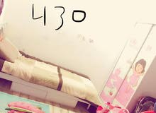 غرفه طفل متكونه من خزانه ملابس وسرير كامل