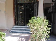 للجادين شقه تصلح مكتب ولجميع الأغراض مدخل خاص بالقرب من النادي الأهلي