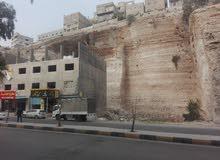 أرض تجارية 701 م ، اوتستراد عمان الرصيفة الزرقاء ، منطقة مميزة . جاهزة للبناء .