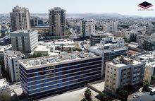 عيادات ومختبرات طبيه للبيع مقابل المركز العربي الدوار الخامس(شركة رائد خلف للاسكان)