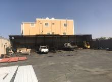 حوش مسفلت على الشارع مع مكتب وعدد2 غرف سكن عمال للايجار