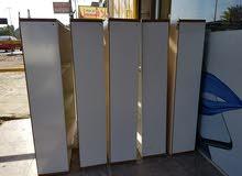 فاترينة للعرض العدد 5 قياس متر عرض و مترة و 20 سانتي طول تحتوي ع 3 خانات
