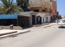 منزل في ارض قريش موقع تجاري مقابل الجنينه عالقطران علي شارعين