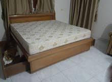 سرير كبير مع فرشة طبية للبيع