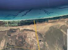 أرض على الطريق السريع تونس