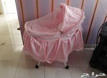 سرير للمواليد نظيف جدا