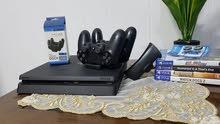 للبيع للجادين فقط PS 4 بحال الجديد مع عدة ملحقات