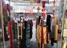محل كماليات وملابس نسائيه للبيع
