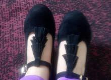 حذاء بالقطيفة مقاسه 39 جديد كليا يليق للاعراس والاستعمال اليومي المكان قالمة والسعر 260 الف