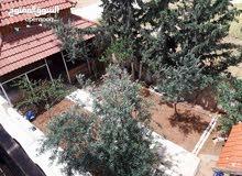 بيت ثلاث طوابق مستقل للبيع في سحاب