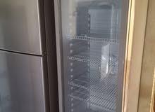 ثلاجة باب زجاجي
