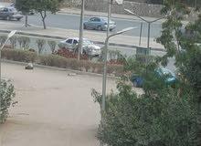 للسكن والشركات شقه تطل علي شارع رئيسى شهير بمدينة نصر