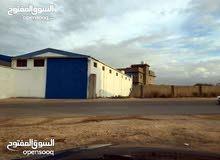 هانكر مساحة الأرض 1000متر علي قطران قبل بن الأمين الاتات فيه مكتب مجهز وفيه حجرة