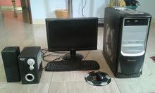كمبيوتر متروك وبحاجة الى صيانة سهلة لأنه كان يعمل جيدا ومعه شاشة وسماعة خاجية