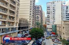 شقة للبيع في سموحة متفرع من فوزي معاذ و خطوات من ميدان فيكتور عمنويل