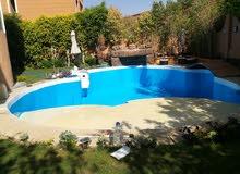 متخصصون في انشاء حمامات السباحة الفيبر جلاس بضمان 25 عام