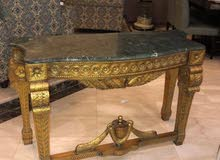 طاولة كلاسيكية أنتيكة جميلة جداً