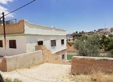للبيع بيت طابقين مساحت الأرض دنم في منطقة الدجنية