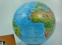 كرة ارضية دوارة تعمل بالحجارة وبها اضاءة قطعة ديكورية مميزة