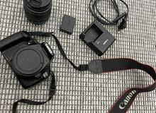 كاميرا كانون 1100D نظيفة للبيع فقط