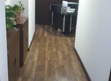 مكتب للمشاركة مع شركة أخرى مكون من أربع غرف   متوفر غرفتين ب مساحة 25 متر مربع إجمالية