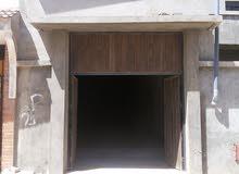 مخزن بمساحة 130 متر مربع وإرتفاعه 5 متر تجاري للإيجار.