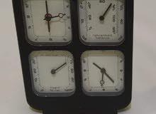 ساعة مع مقياس رطوبة مصنوع من الفولاذ الصلب