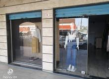 ديكور محل وملابس للبيع