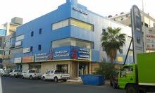 مكتب للإيجار ثلاث غرف وصالة على شارع تجاري وبدون اجرة سعي المكتب
