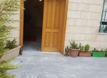 شقة طابق أرضي مع ترس مساحة 252م للبيع/ شارع الجامعة الاردنية 24