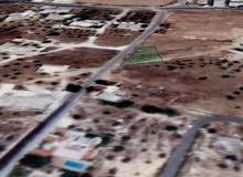 ارض للبيع في منطقه البنيات قريبه من طريق المطار شارع الخدمات  بالقرب من اكاديمية الحضارات العالميه