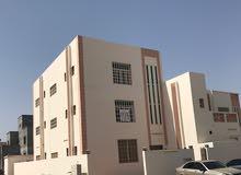 للإيجار شقة بالمعبيلة الرابعة في مبنى سكني بالدور الأول