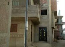 بيت مكون من ثلاث طوابق يطل علي ثلاث شوارع