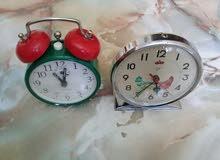 ساعتين جميلتين ميكانيكية قديمتان تاريخ 1960 وهما في حالة جيدة تعملان بشكل جيد