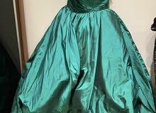 فستان اخضر طويل