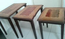 SET OF (3) SMALL TABLES