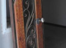 باب رئيسي طرفين الارتفاع2 والعرض1متر  2باب لوح داخلي 2×1 وقرميد نضيف