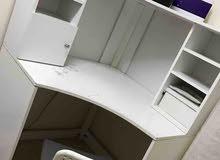 طاولة مكتبيه
