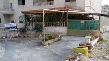 شقة ارضية مع تراس وكراج وحديقة مطلة للبيع