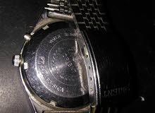 une vieille horloge automatique . 1960 fonctionne bien