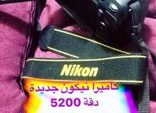 كاميرا نيكون مع كامل المواصفات في الصورة