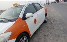 سيارة تاكسي توصيل طلاب الجامعة.
