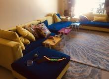 للبيع صوفا للصالة ، و غرفة  نوم ماستر ،و سرير اطفال عدد 2 بحالة ممتازة ايضا