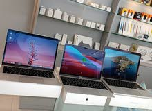 متوفر ثلاث أجهزة ماك بوك