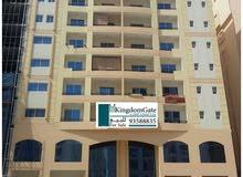 للبيع مبنى تجاري سكني في غلا وسط منطقة تجارية