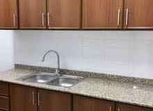شقة جديدة لم يستخدمها أحد من قبل مكونه من غرفتين و صالة و حمامين و مطبخ و شرفة