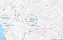اللي  يعرف لي غرفه  مع حمام في الحديدة قريب من شارع صنعاء يتصل بي